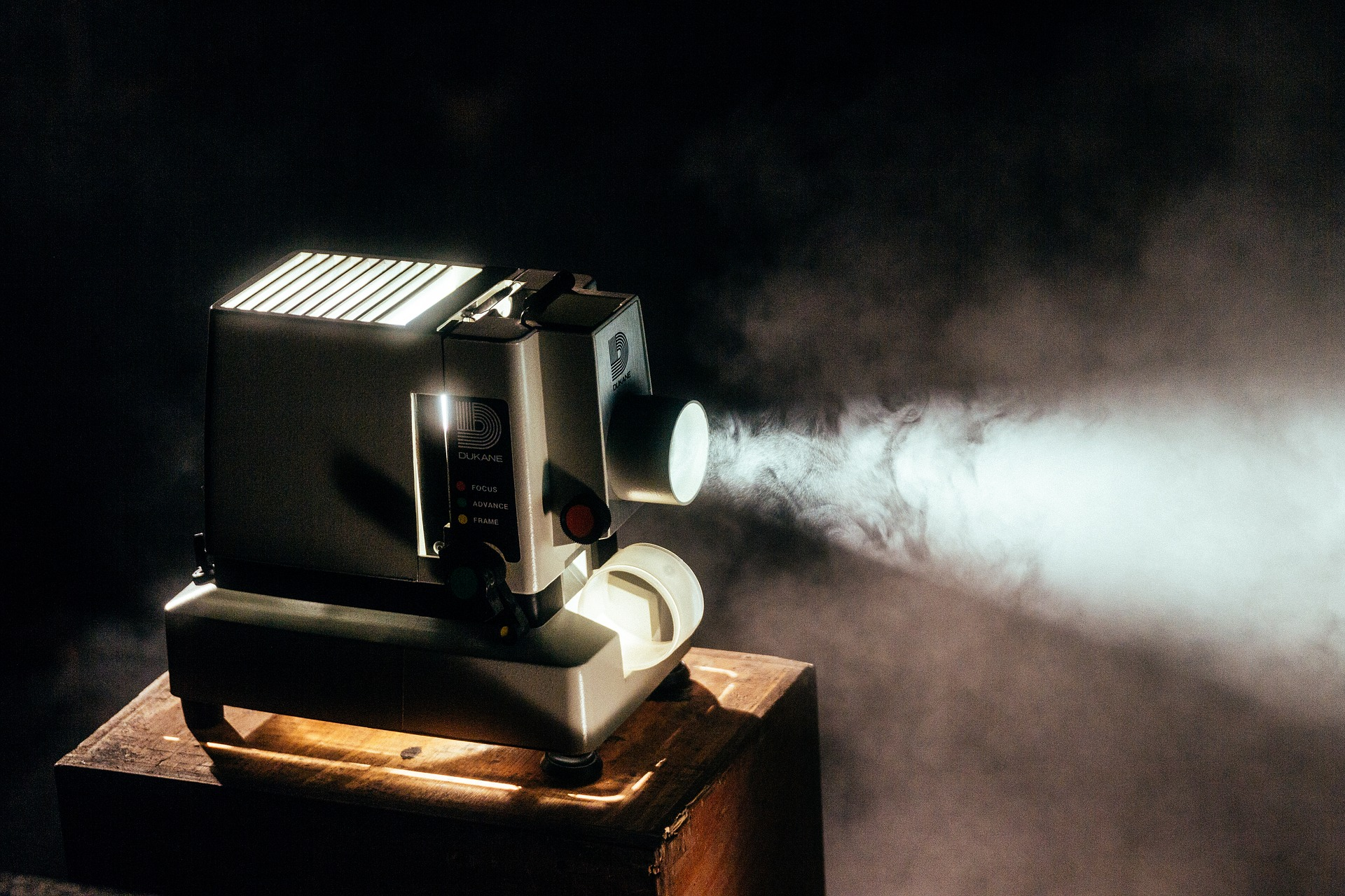 Best Projector: Best Projector Under 200, Reviews & Guide